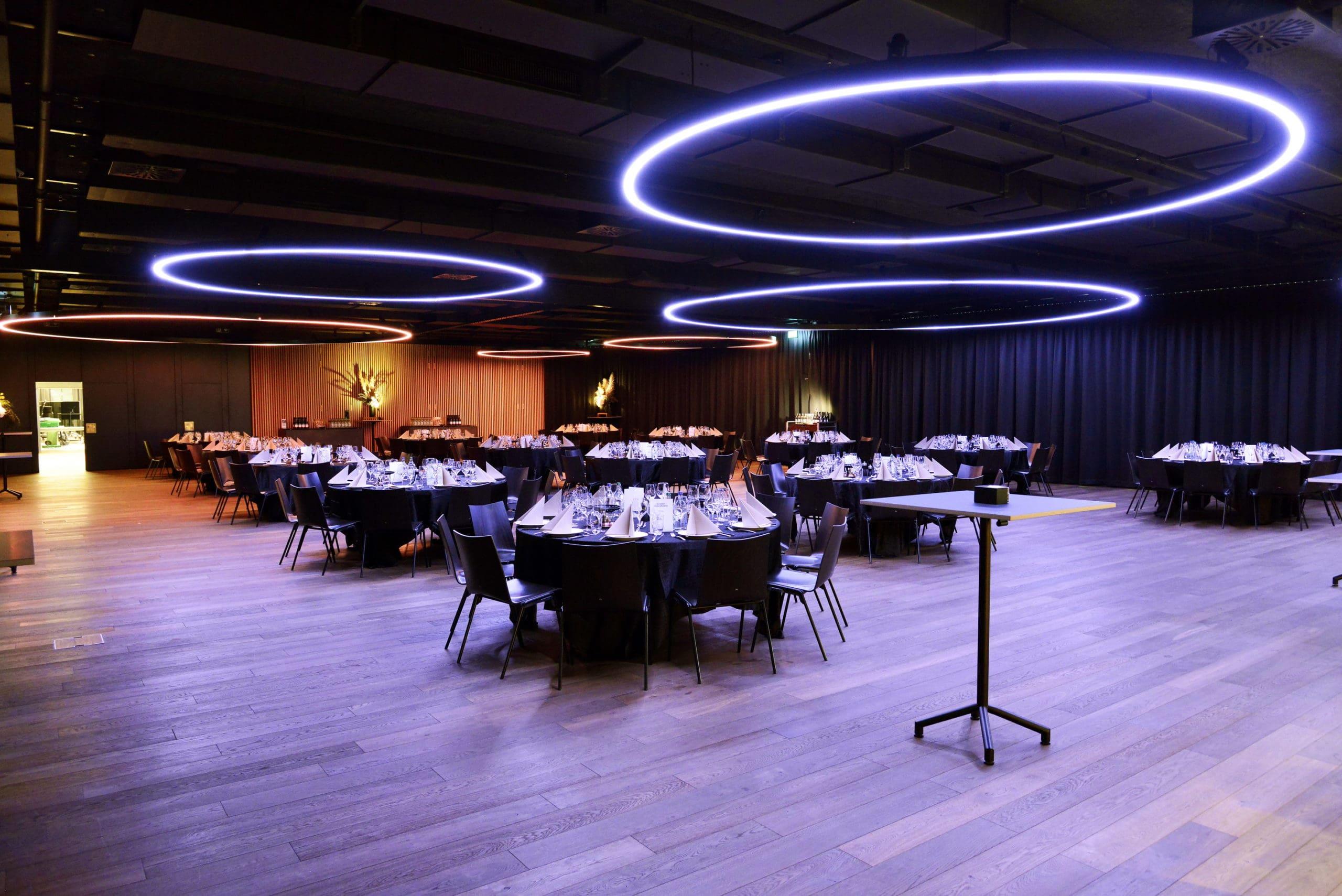 Espace capitale olympique de la Vaudoise aréna, mise en place banquet