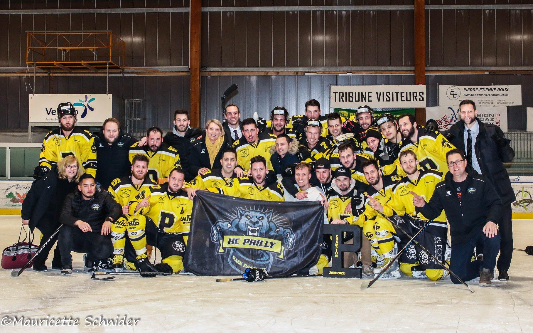 Le HC Prilly après leur victoire en finale en groupe 2 de 2ème ligue